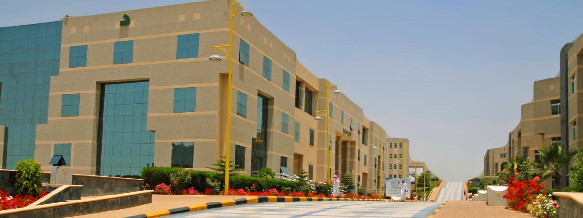 قبول أكثر من 10 آلاف طالب وطالبة في الدفعة الأولى بجامعة الملك خالد جامعة الملك خالد